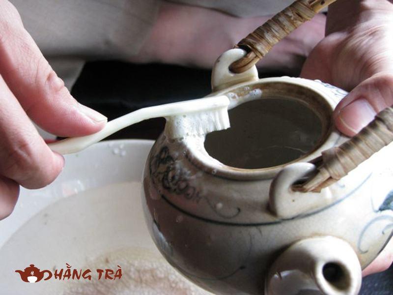 cách tẩy vết trà ố